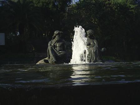 Poseidon y Anfitrite Escultura a los pies del  Cerro Santa Lucia Pulse AQUI